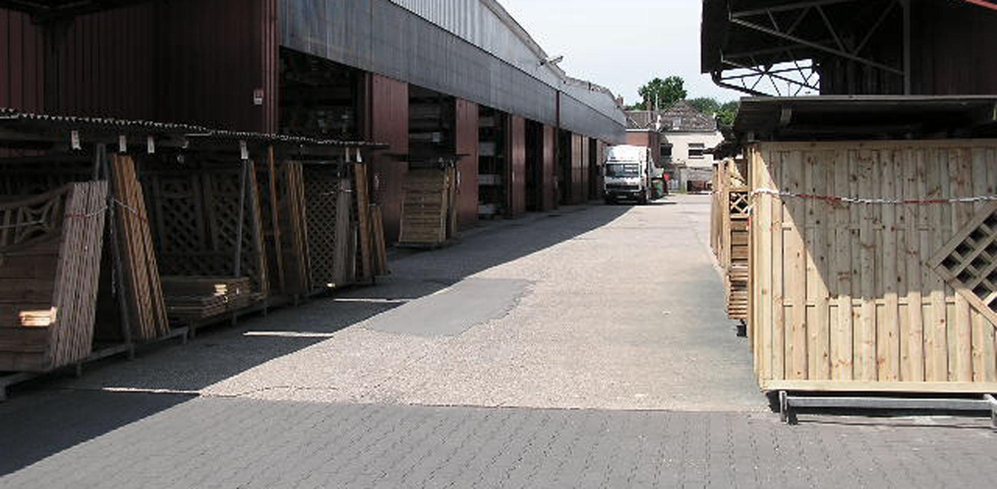 Das riesige Holzlager von HolzLand Verbeek