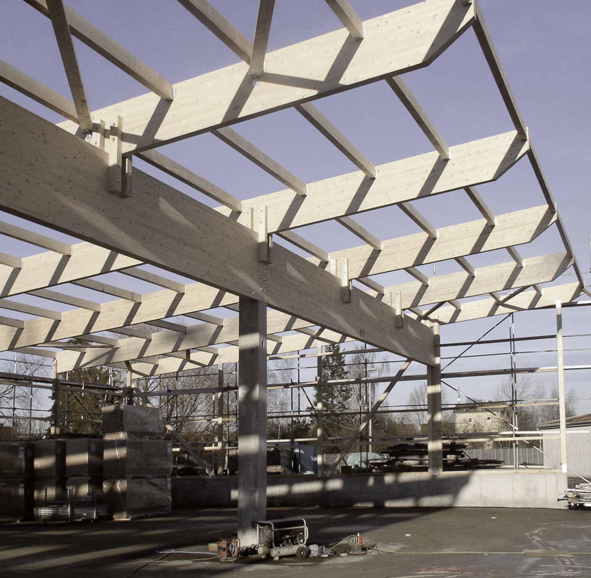 Tragende Dachkonstruktion aus BSH – HolzLand Verbeek