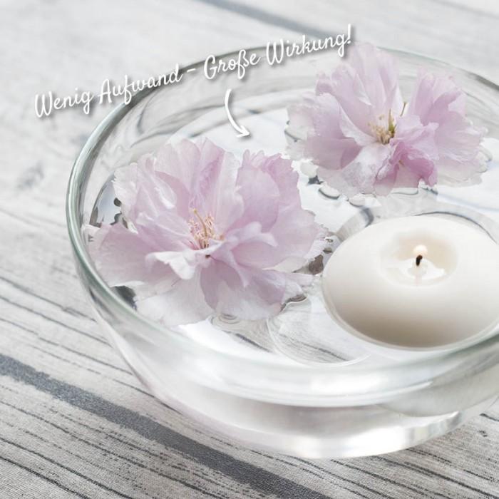 Glasschale mit Blüten und Kerze: schöne Dekoration für die Terrasse – HolzLand Verbeek