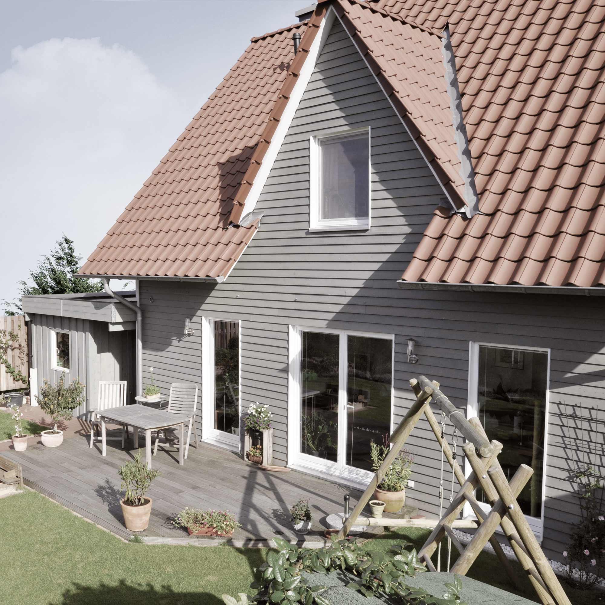 Holzfassade aus Hobelware hellgrau – HolzLand Verbeek