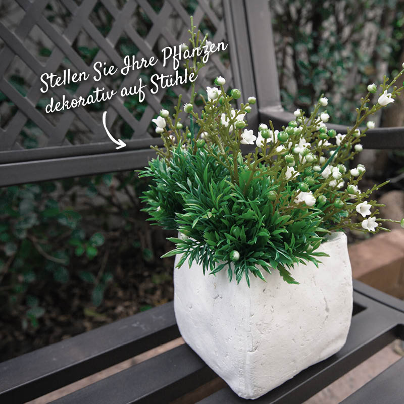 Stuhl mit Pflanzendeko – HolzLand Verbeek
