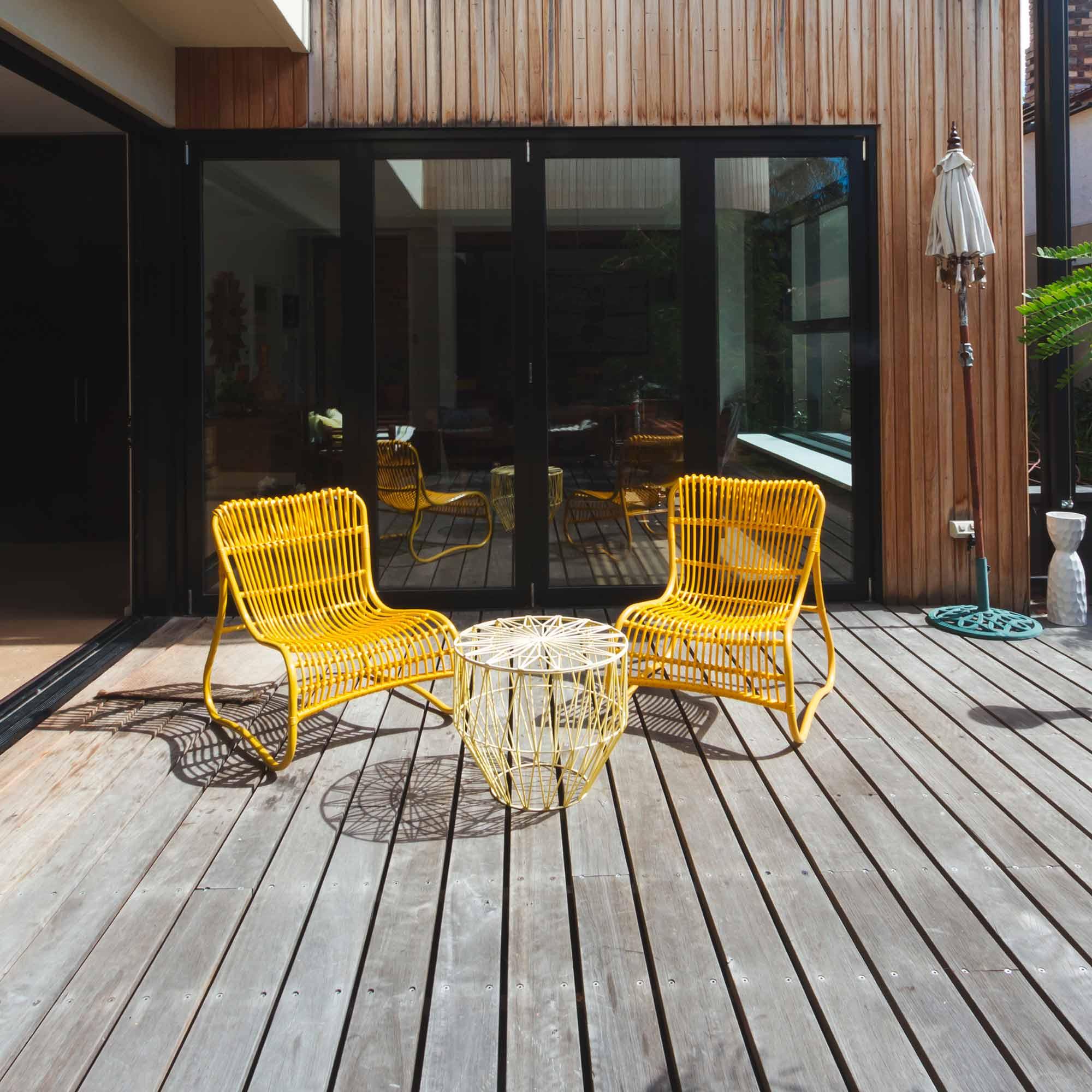 Holzterrasse mit Gartenstühlen – HolzLand Verbeek