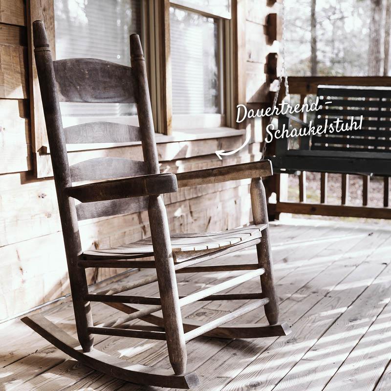Schaukelstuhl auf Terrasse aus Holz – HolzLand Verbeek