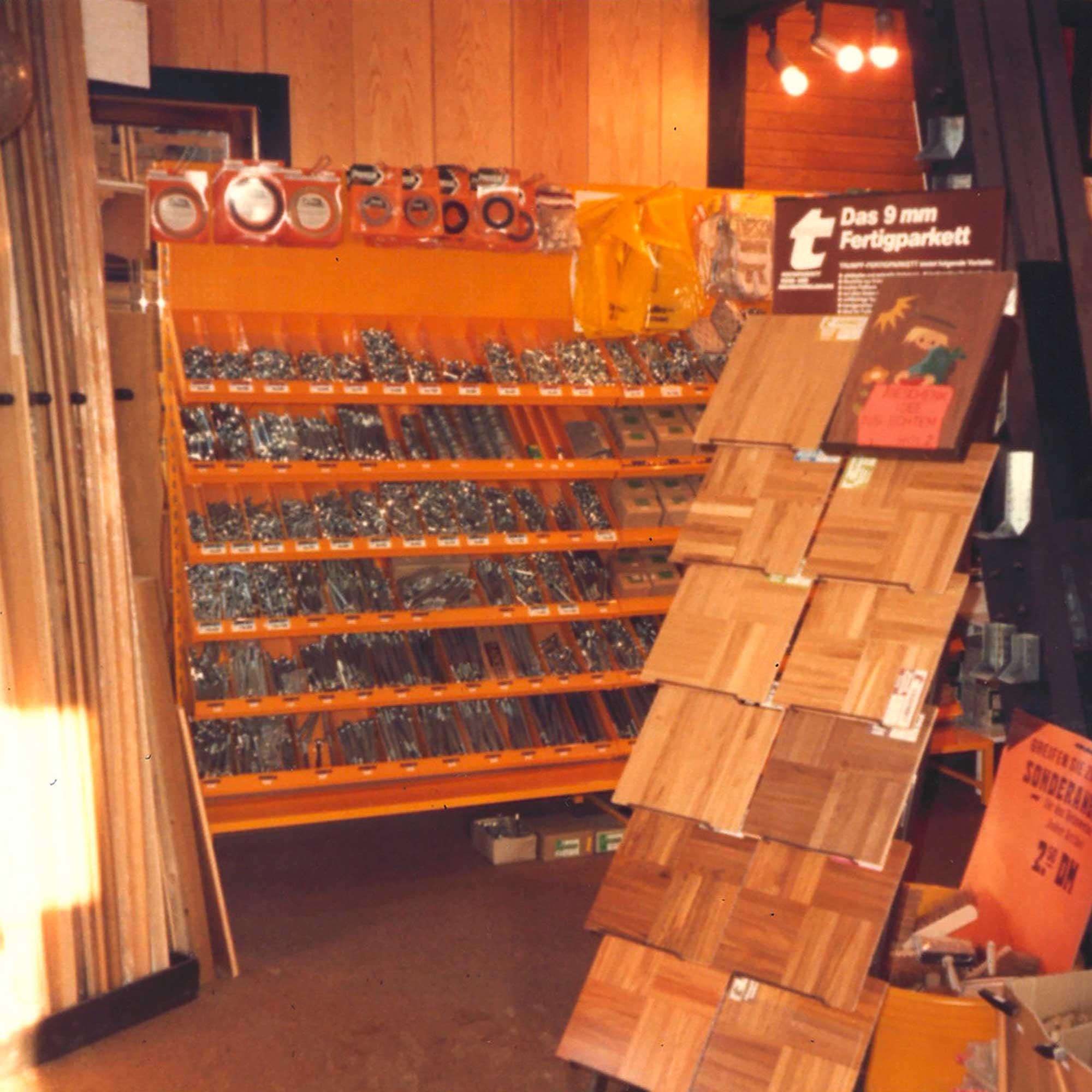 Musterständer mit Fertigparkett in der Ausstellung von HolzLand Verbeek